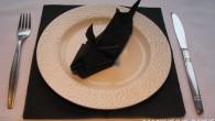 """Декорация за маса от салфетки оригами Мишка. Украса тип """"Мишка"""" – Мишката е първото животно от китайския лунен календар, спътник на бога на щастието и символ на успеха. Легендата гласи,..."""