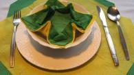 """Приказна украса за маса от салфетки. Украса тип """"Зелена приказка"""" представлява пълна импровизация на цветове и действие. Украсата е композирана от два основни цвята (Жълт и Зелен) ,където жълтия цвят..."""