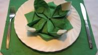 """Празнична украса за маса от салфетки в зелен цвят. Украсата тип """"Водна Лилия"""" може да е в различни цветове, който да бъдат специално подбрани, за да символизират спецификата на събитието...."""