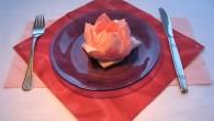 """Розова декорация за маса от салфетки оригами цвете. Украса тип """"Розовото цвете"""" представлява цветето Лотос . Според древните Египтяни с образа на лотоса са се свързвали творението, раждането и Слънцето..."""
