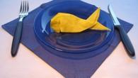 Морска декорация за празничната трапеза оригами златна рибка. Всички сме чували приказката за златната рибка, където добрият моряк спасява златната рибка и тя за да му благодари, му изпълнява три...