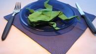 """Украса за маса от салфетки оригами жаба (frog). Украса тип """"FROG"""" – в превод от английски означава ЖАБА. В древен Китай жабата е символ на парите и заможността. Украсата е..."""