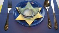 """Украса тип """" Звезда"""" Украса тип """" Звезда"""" с малка купичка Семпла декорация за маса на ресторант тип Еврейска Звезда. Украса тип Звезда е ръчно направена декорация от жълти салфетки...."""
