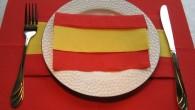 Оригами украса за конференции от салфетки тип Испанско знаме. Украса тип Испанско знаме е ръчно изработена от червено – жълти салфетки. Украсата се препоръчва за бизнес срещи, конференции, семинари на...