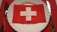 """Украса за маса от салфетки тип Швейцарско знаме Украса тип """"Швейцарско знаме"""" и значението на Швейцарското знаме: представлява бял кръст на червен фон. Белият кръст символизират кръста, на който Исус..."""