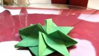Абстрактна украса за маса зелена звездичка. Украсата зелена звездичка е направена от зелена салфетка. Украсата зелена звездичка се препоръчва за украса за рожден ден, имен ден, юбилей, фирмено събиране, корпоративен...