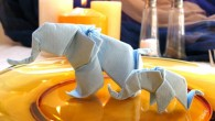 Украса за маса оригами Слончета Украсата представлява оригами слонче направено от салфетка. Слончето може да бъде направено за най-различни поводи: фирмени събирани, празници, сватби и т.н Като цветово изражение най-...