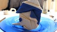 Парти украса за маса оригами Пинокио. Украсата оригами Пинокио направена от синьо – бежова салфетка. Украсата оригами Пинокио се препоръчва за парти украса за рожден ден, имен ден,сватба, кръщене, новородено...
