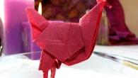 Парти украса или малък подарък оригами Петел. Украсата оригами Петел е подходяща за сватби, рождени дни, детски партита, воени партита и други. Според фън-шуй петела е символ на новото начало...